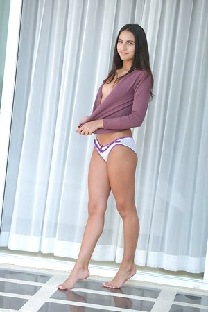 Brunette chick Cira Nerri sports a cameltoe before modelling in the nude