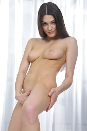 Bedroom time with dark-haired all innate babe with small bald snatch Vanda B