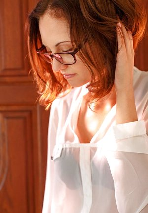 Glasses wearing babe Sade Mare spreading shaved pussy for glamour pictures