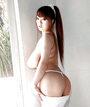 Teen brunette babe Hitomi unveiling huge Asian tits and nice ass