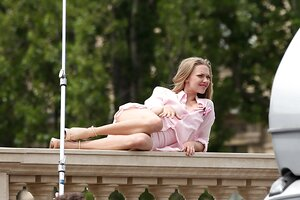 Amanda Seyfried Upskirt (65 Photos)