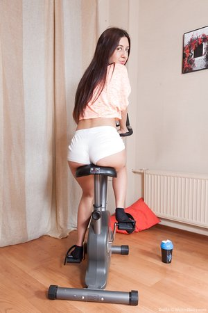Short amateur teen Dalila gets her hairy snatch eaten out and pulverized hard