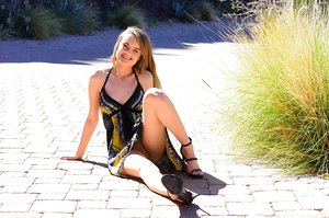 Delicious teen girl shoves her fist up her wide open snatch after public flashing