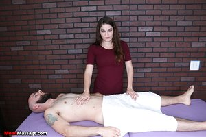 Clothes masseuse Kendra Heart jerks a cock instead of giving a massage