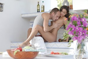 Erotic young Ivy removes her shorts and gives steaming blowjob in reality seduction
