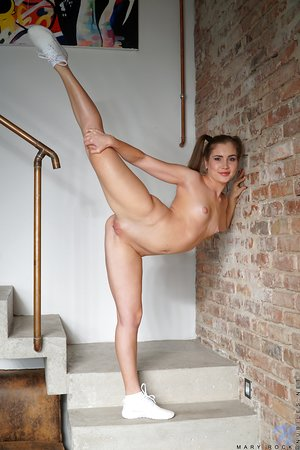 Fitness lady Mary Rock in pigtails spreading ass & pussy bare on the stairs