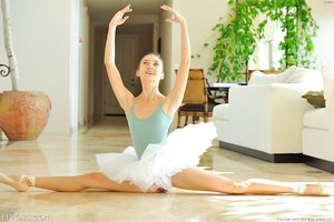 Flexible teen ballerina sheds tutu to stretch & bend over naked in leg warmers
