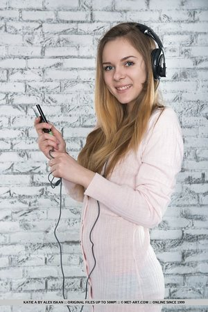 Teenage girl Katie A undresses down while listing to her favourite music