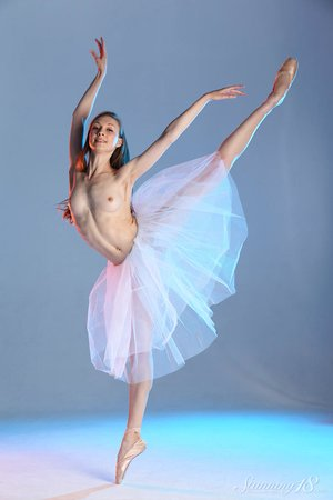 18 year old blonde dancer Annett A tries modeling in the nude to much success