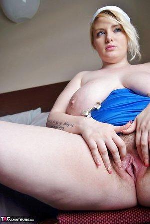 Giant chubby JessicasHoneyz bends for naked upskirt & offers up huge big boobies