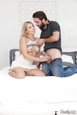 Zoey Monroe gives her man a blowjob before he eats and drills her