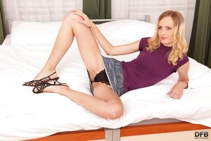Amazing honey Jenny Wise shows how much she can spread her legs in underwear