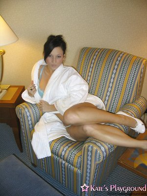 Spectacular brunette plays with her splendid cunny on the couch after taking a bath