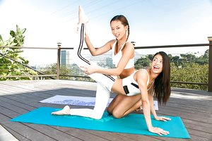 Asia Alina Li & Latina Veronica Rodriguez interrupt yoga session to slurp pussy