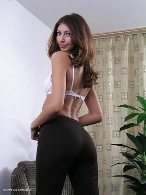 Amateur solo lady takes off her sweater and jeans as she strips naked
