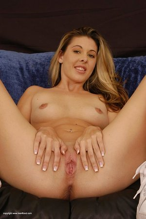 Young blonde girl Jayna fingers her slit after a striptease