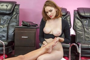 Warm Phoenix Marie gets an amazing feet & pussy licking treatment by Mary Moody