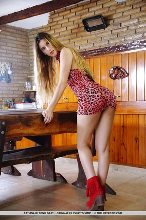 Young Euro solo model Tatiana teasing her perfect pussy after getting nude