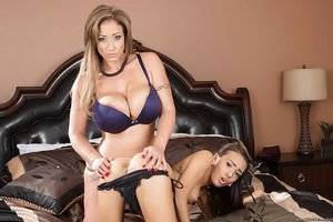 White lady Eva Notty and her stepdaughter Janice Griffith have lesbian hook-up