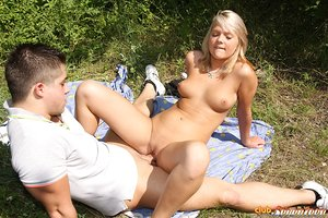 Young blonde girl interrupts her daily jog to bang her bf in the woods