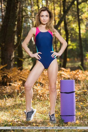 Yoga hottie Susie revealing her attractive body and feet in the forest