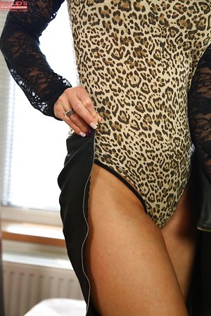 Leggy brunette Vicky Love pets her pussy before kicking off high high-heeled shoes