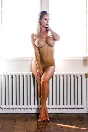 Glamour body 18+